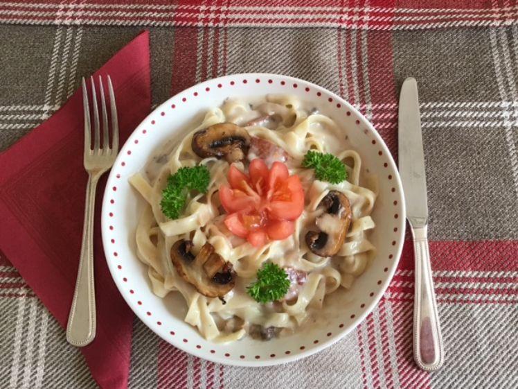 Bacon and mushroom tagliatelle